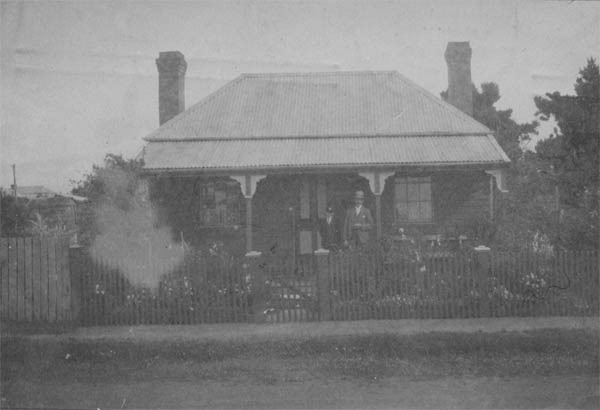 www.ayton.id.au_gary_genealogy_images_bean-home-1931-longford.jpg