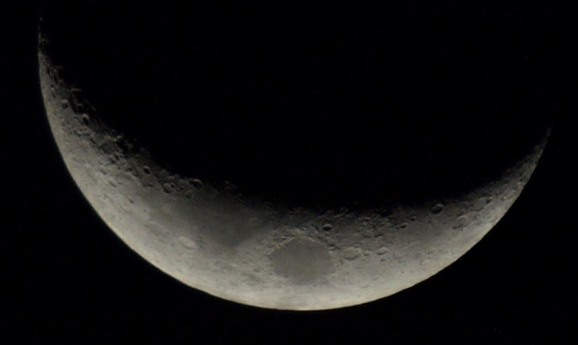 moon with IS on, hand held 800mm