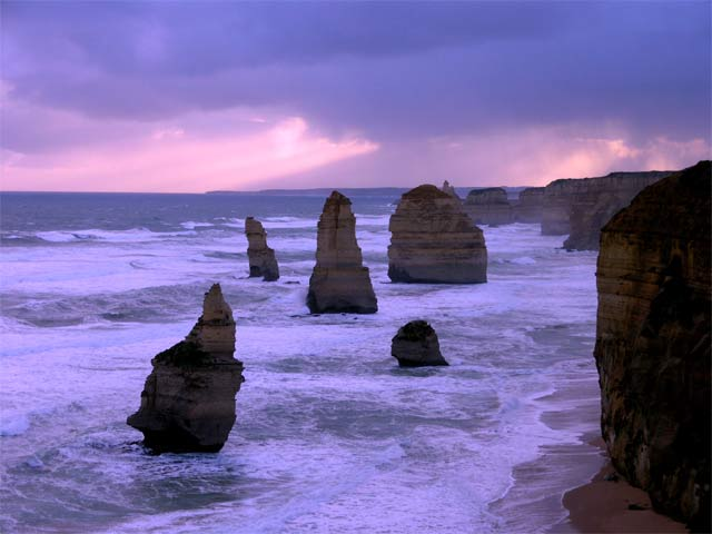 www.ayton.id.au_gary_photos_seascapes_ga_12apostles_200407.jpg