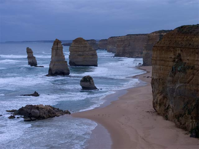 www.ayton.id.au_gary_photos_seascapes_ga_12apostles_200512.jpg